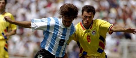 Gheorghe Popescu i kampe med Argentinas Batistuta